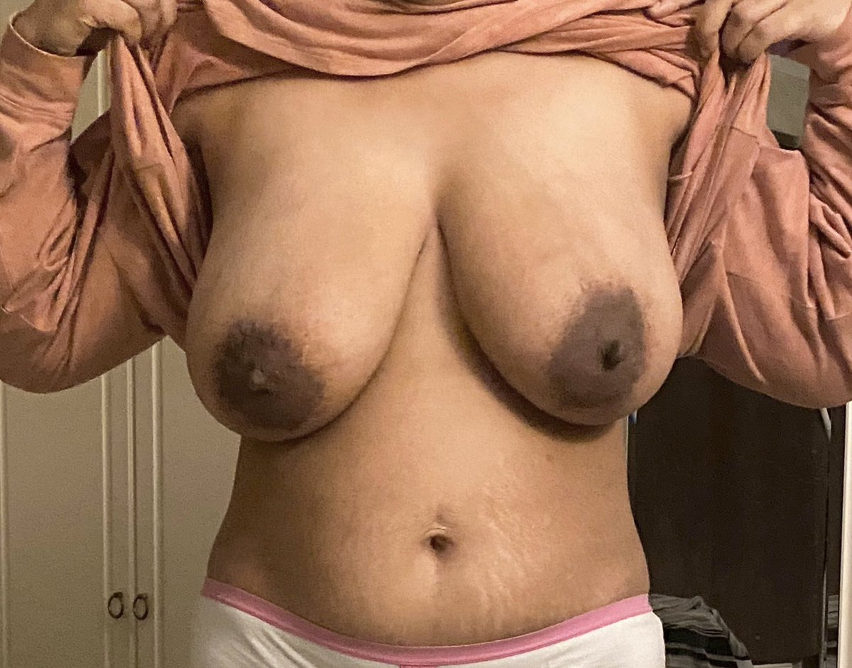 A quick flash for #TittyTuesday! Have a great day everyone.😘 #BigBoobs #BigTits #NaturalCurves #MILF