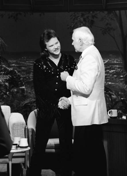 ON THIS @Travistritt TUESDAY LET'S LOOK BACK IN TIME WHEN TRAVIS FIRST APPEARED ON THE JOHNNY CARSON SHOW....TT HISTORY..
