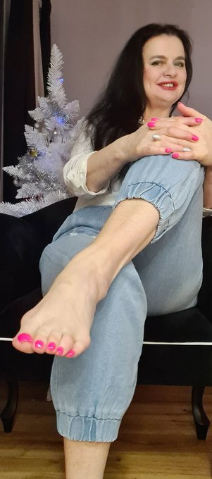 One more photo with My #foot. Kneel and worship My toes! https://t.co/zPuus8SeCG
