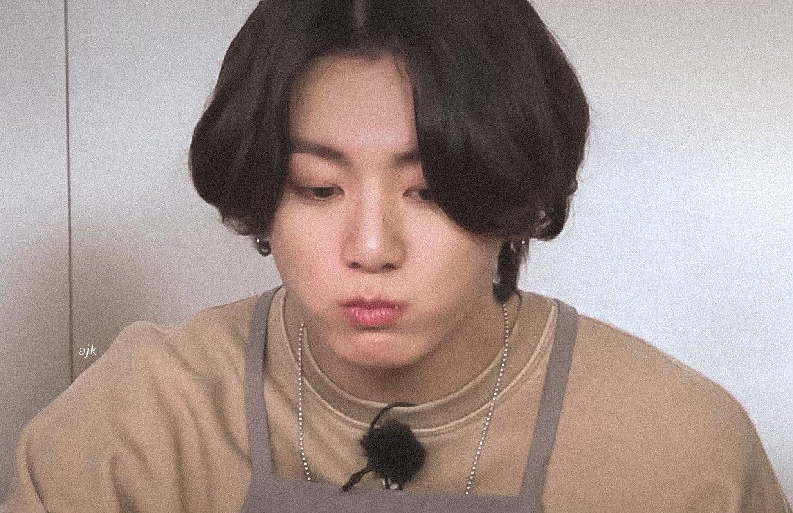 Replying to @archiveforJK: jungkook's full cheeks 🥟🥢