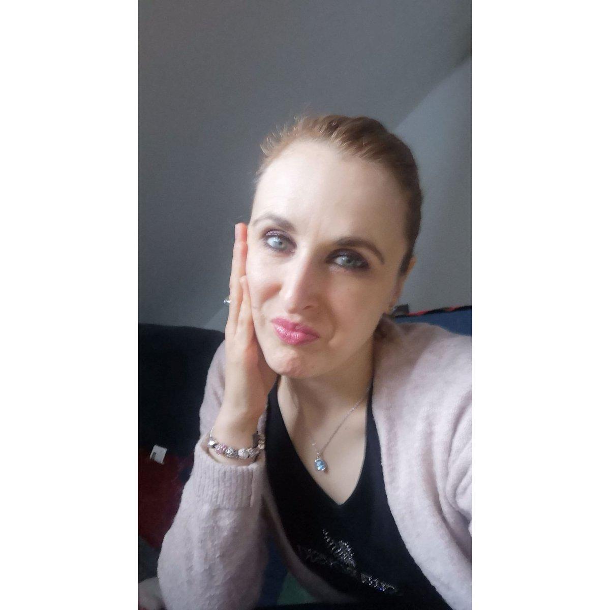 """""""La vraie générosité envers l'avenir consiste à tout donner au présent."""" Albert Camus  #GIRLBOSS #bossgirl #bossbabe #girlpower #goodvibes #lifestyle #feliz #bonheur #frenchgirl #smile #parisienne #pictureoftheday #felizespoco #love #lavieestbelle #mindsets"""