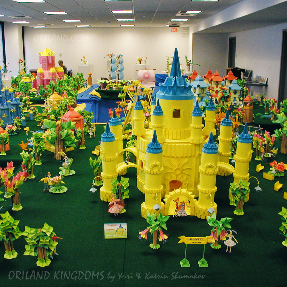 Tour along Oriland. Sun City Kingdom! Its beautiful Sun Castle - tall paper fairy-tale wonder, 1 m h, from 350 pieces of #paper, without using glue or cutting!  More of Sun City @ https://t.co/oG2HHr1QfL  #Exhibition at #Origami Heaven https://t.co/UEe1uMreaO  Happy folding! #art https://t.co/aQG2YTocIy