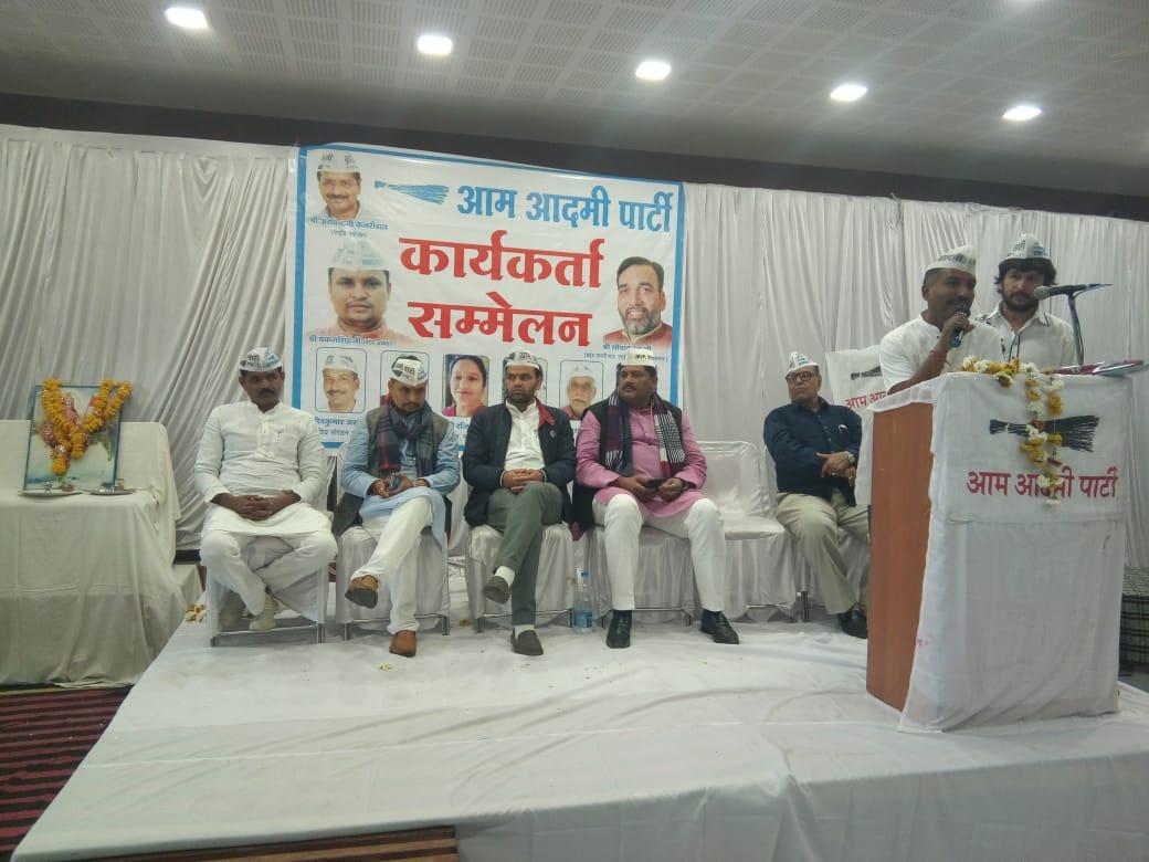 @AAPNeemuch में आज प्रदेश अध्यक्ष @PankajSinghAAP ने कार्यकर्ता बैठक एवं पत्रकार वार्ता की ।  @AapKaGopalRai