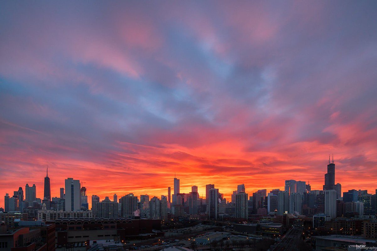 Terrific Tuesday.   This morning's outstanding sunrise over Chicago.  #weather #news #ilwx #sunrise #Chicago