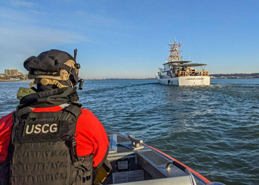 Crew members from various #USCG units around the country conduct security operations ahead of the #2021PresidentialInauguration. ow.ly/fIPU50DbtqR