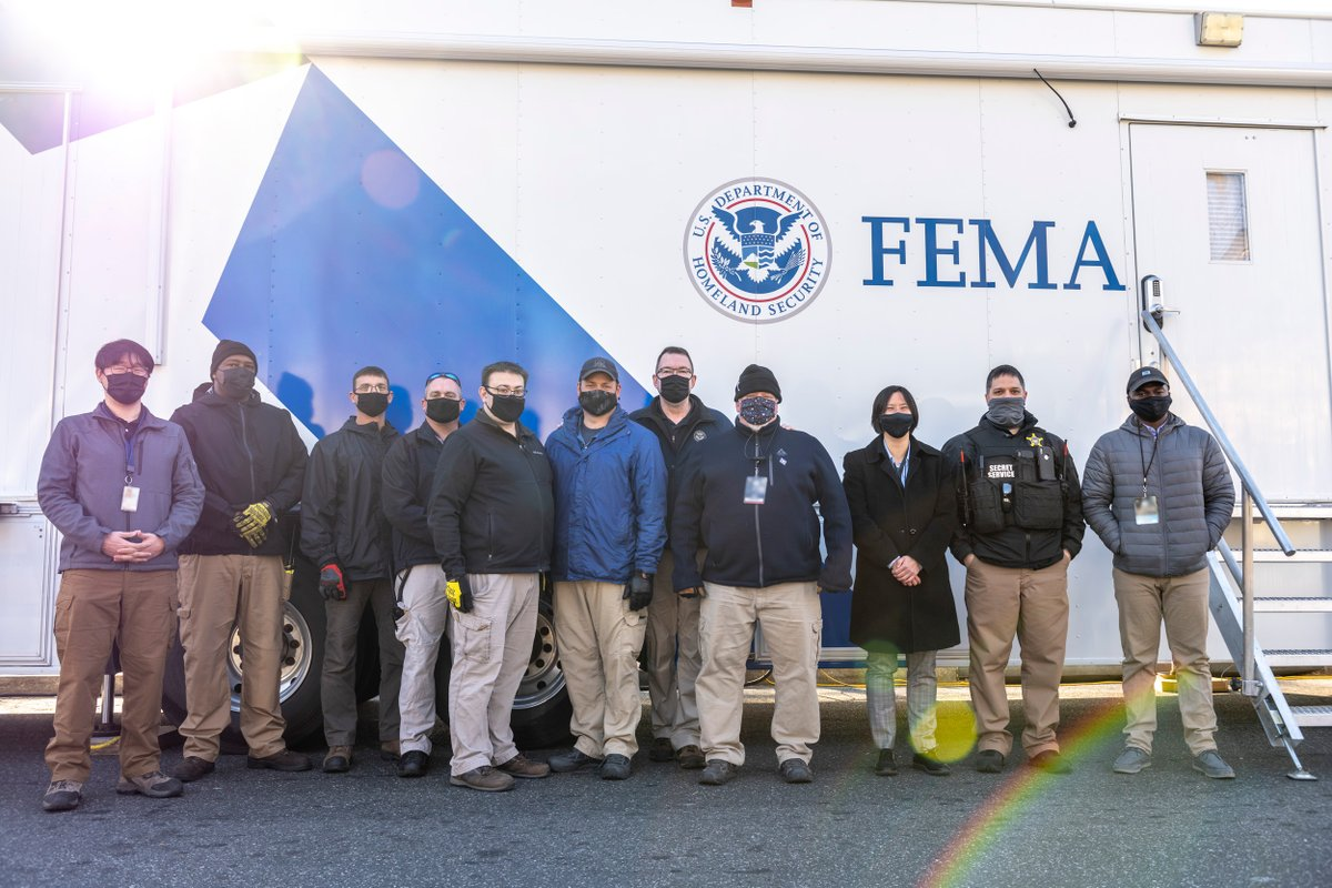 Acting Secretary Gaynor met with the @FEMA Mobile Emergency Response Support team in the nation's capital yesterday. They're ready to provide emergency support during #InaugurationDay.