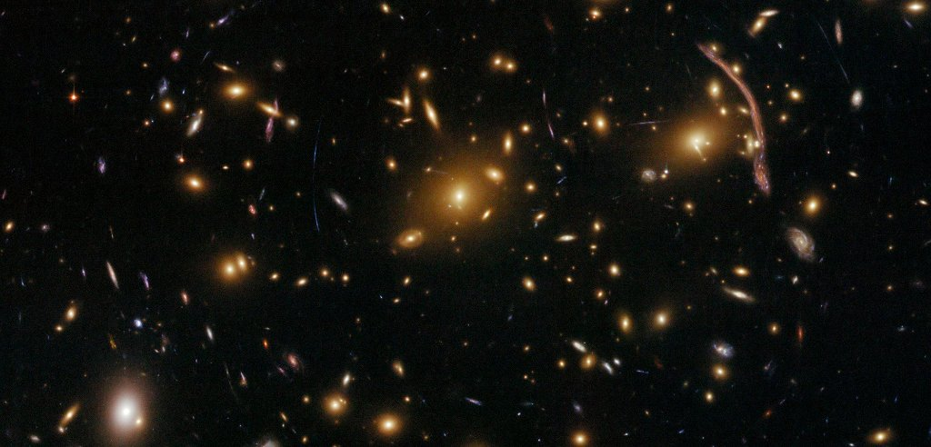 Smears and streaks of light cover this #HubbleClassic image of galaxy cluster Abell 370. The huge gravity of this cluster causes light to bend as it passes through, distorting our view of galaxies behind Abell 370, creating the warped shapes seen here: go.nasa.gov/3p0AFGm