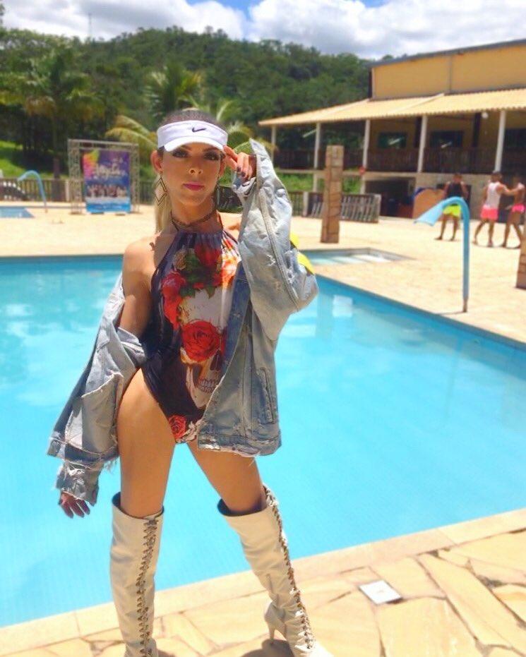 •BLOW• 💦☀️  Photo @ailtonooliveira ❤️ • • • • • •#dj #djnicoly #blowpoolparty #pool #bh #party #djlife #lifestyle