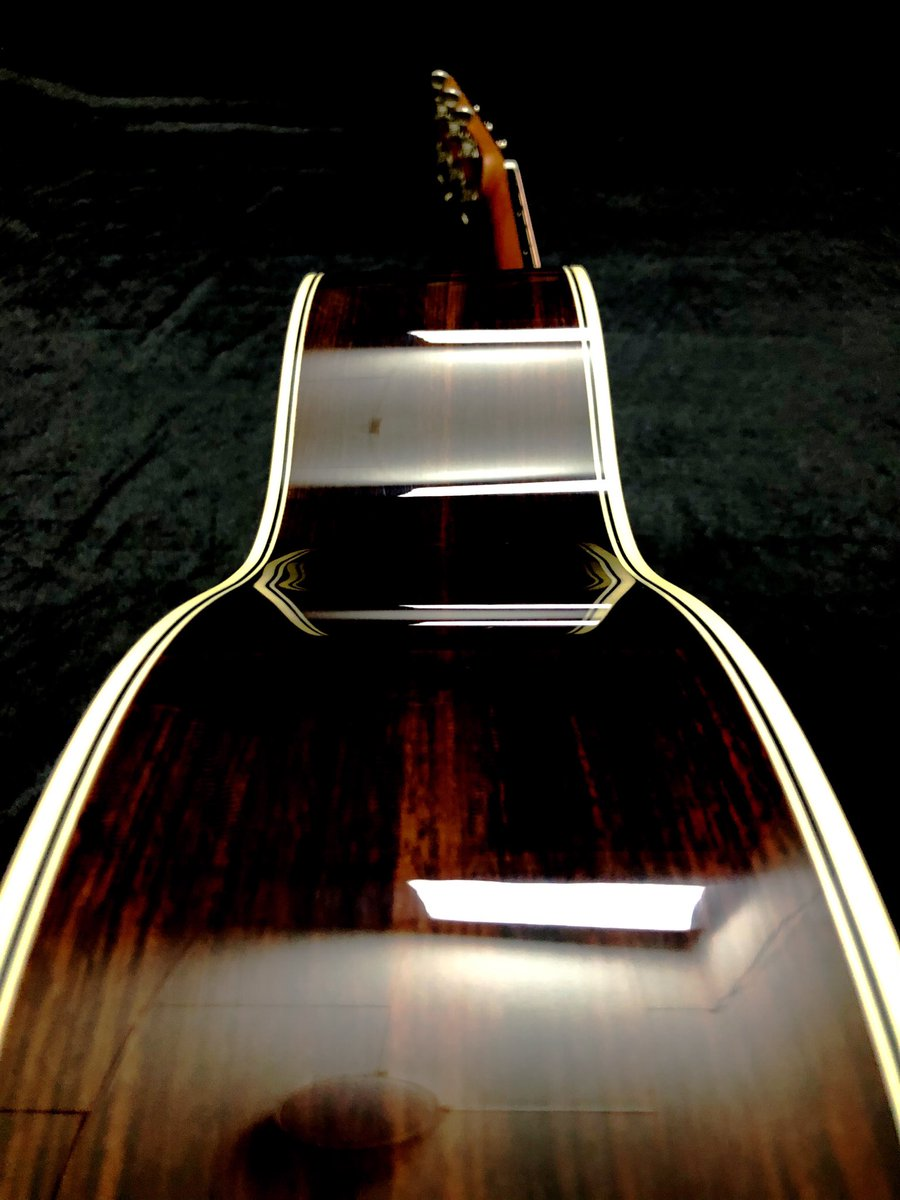 waiting for review #stiguitar #stiguitarshop #boutiqueguitars #handmade #highendguitars #acousticguitars
