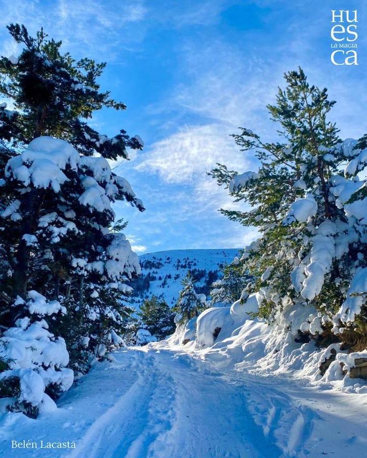 Paisajes invernales ❄ nos regalan mágicas panorámicas como esta en la ascensión a la modesta cumbre del Pilupín 🗻