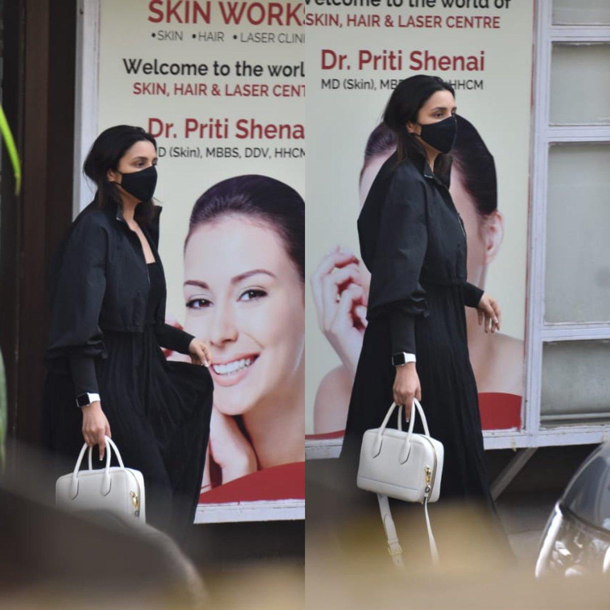Parineeti Chopra #snapped at  Juhu 😃😃😃 #bollywood #bollywoodactress #bollywoodcelebs #bollywoodstars #celebrity #parineetichopra #beautiful #Instalove #instabollywood #instagood #instadaily