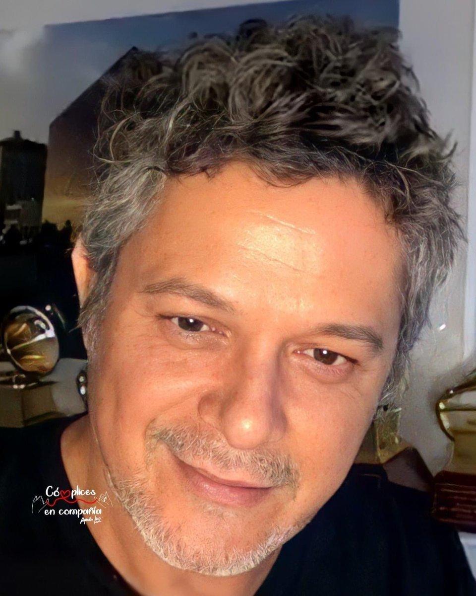 Que el día te sonría y la noche te espere con alegría. #AlejandroSanz  #MiPersonaFavorita  #BackInTheCity  #QuédateEnCasa  #ElDisco  #LaGira  #ElMundoFueraLaPelícula 🎬 #ElVeranoQueVivimos   #OficialFams  #CómplicesEnCompañía 👉🏻❤️👈🏻  @AlejandroSanz