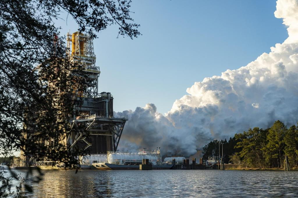 Tune in at 5:30pm ET for a news update on last Saturday's hot fire of the @NASA_SLS core stage. Administrator @JimBridenstine, human spaceflight lead @KathyLueders, and experts from NASA, @BoeingSpace and @AerojetRdyne will discuss the test: