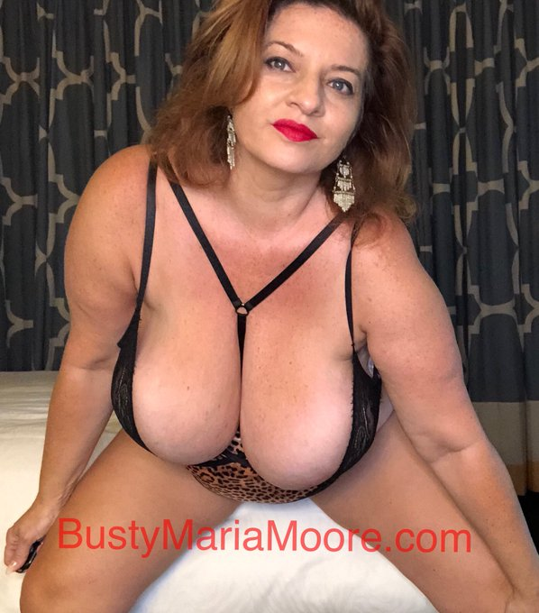 Got a thing for curvy MILFs with huge  boobs ? I have the perfect place for you .....  join me tonight