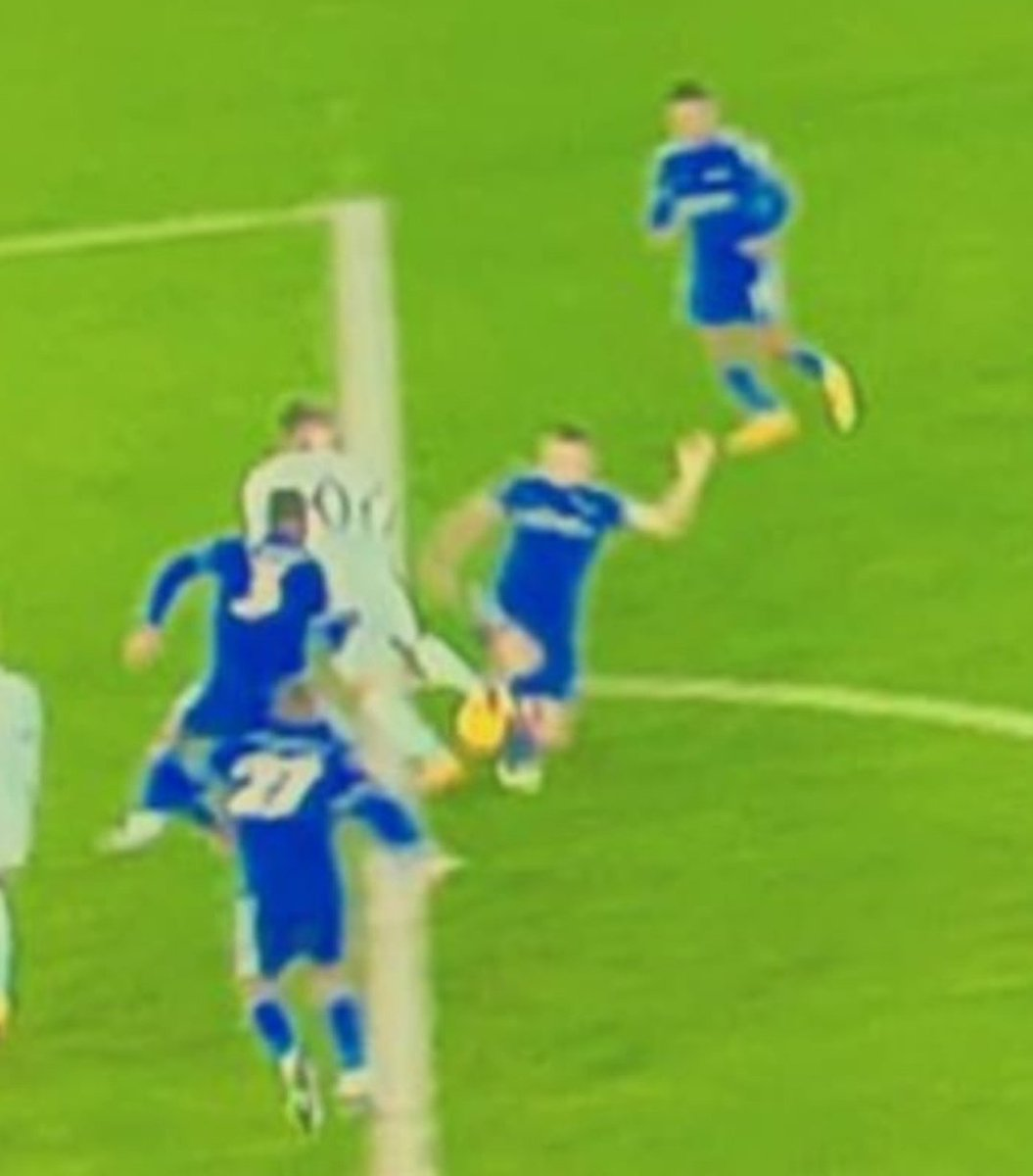 When you're down the worst thing that can happen is that you don't get any decisions. Clearly on the line and a pen #LEICHE @ChelseaFC