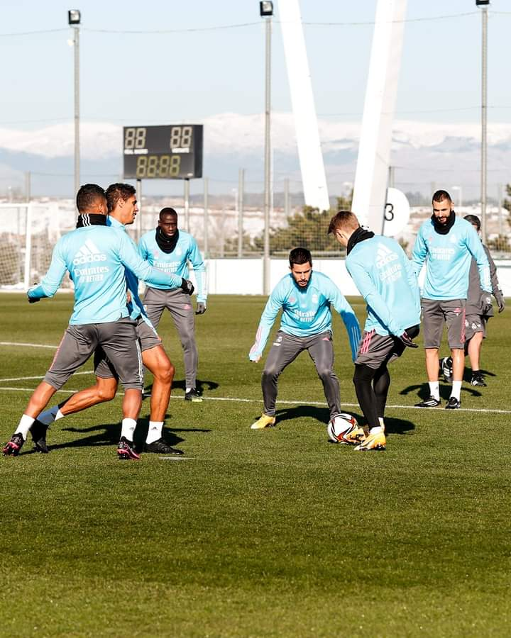 🌱⚽ Finalising our preparations before our trip to Club Deportivo Alcoyano SAD! 👊 ¡Ultimando detalles antes de nuestro duelo copero en Alcoy! #RMCopa | #RMCity