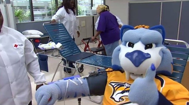 In 2020 we helped save over 10,000 lives through our blood drives with @RedCrossTN! Let's set a new record in 2021, #Smashville! February 22-26 is your first chance of 2021 to give at one of our @PredsNHL blood drive locations across the state!   Donate: