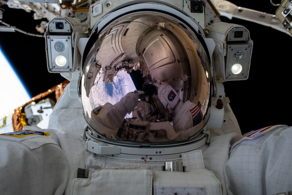 Astronauts @AstroVicGlover and @Astro_illini will conduct two spacewalks for @Space_Station upgrades on Jan. 27 and Feb. 1, and we're broadcasting them live.  Join NASA experts for a spacewalk preview on Jan. 22 at 3pm ET. Have questions? Use #AskNASA: