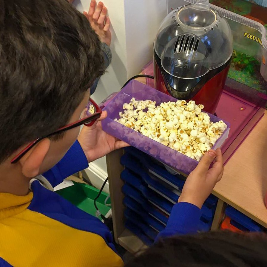 Thank you to Mr Martin for sharing this great photo of some of our year 5 and 6 students from Morris Class enjoying some freshly popped popcorn on what turns out to be #NationalPopcornDay!🍿🎉