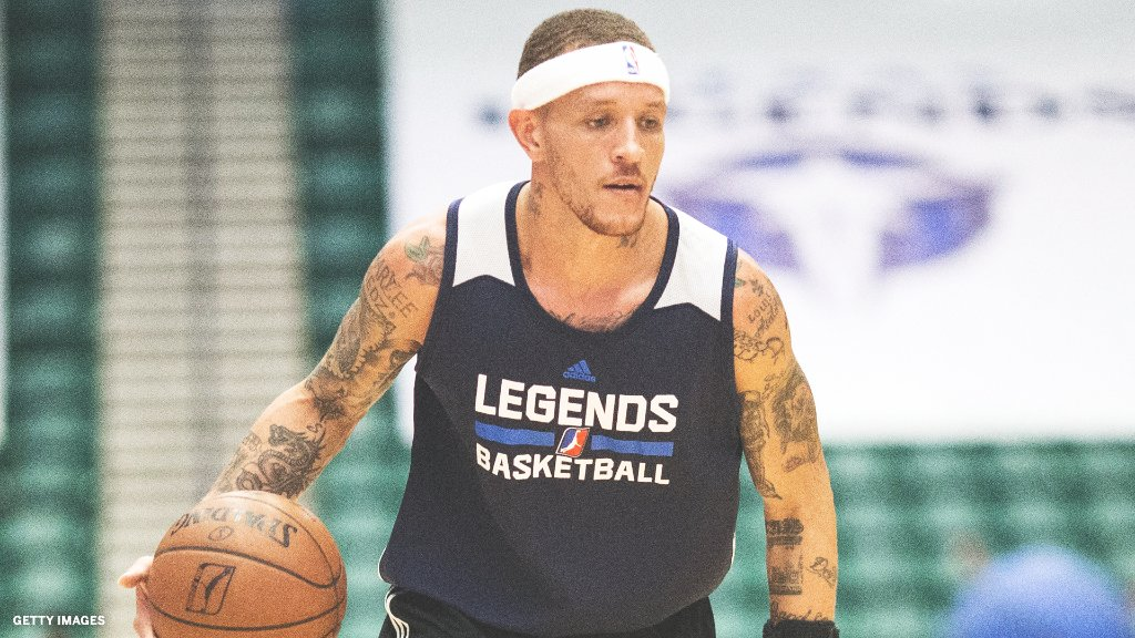Delonte West is now working at the drug rehab center that he attended after Mark Cuban helped the former homeless NBA player get his life back on track, first reported by The Athletic and confirmed to ESPN.   Cuban also helped West reconnect with his mother 🙏 https://t.co/alE5N883g3