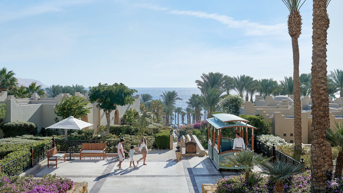 From bountiful gardens to breath-taking views of the Red Sea, there's plenty to discover when taking a scenic family voyage in our infamous funicular through #FSSharmElSheikh #FourSeasons https://t.co/FM6nBqsRkQ