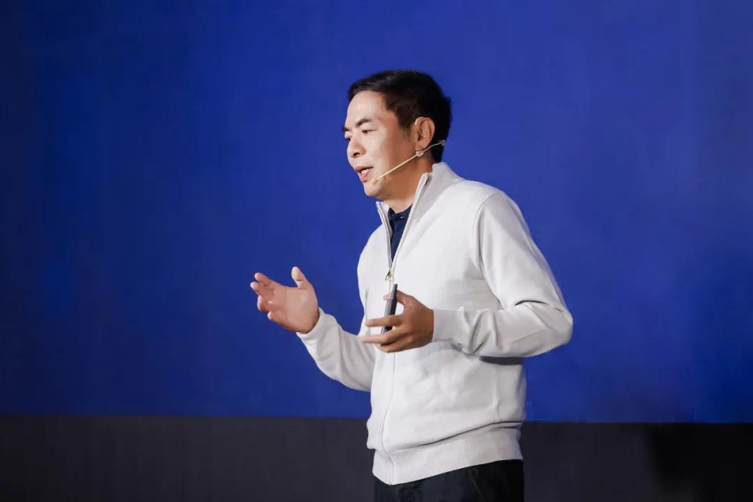 Allen Zhang the creator of WeChat (I am a fangirl) gave a 2 hr long speech yesterday abt his thoughts on the product on the eve of its 10th anniversary.   It's a lot on Channels (the new video function in WeChat).  Here are my notes & comments in parentheses: