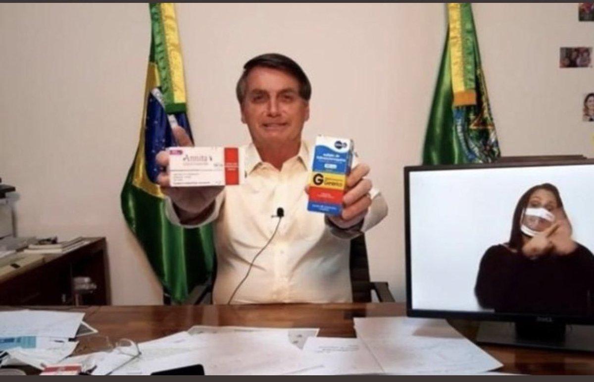 """União Brasileira dos Estudantes Secundaristas on Twitter: """"Bolsonaro, conhecido como Capitão Cloroquina, não quer que as fotos dele com a cloroquina se espalhem. Se você não for obediente ao presidente dá um"""