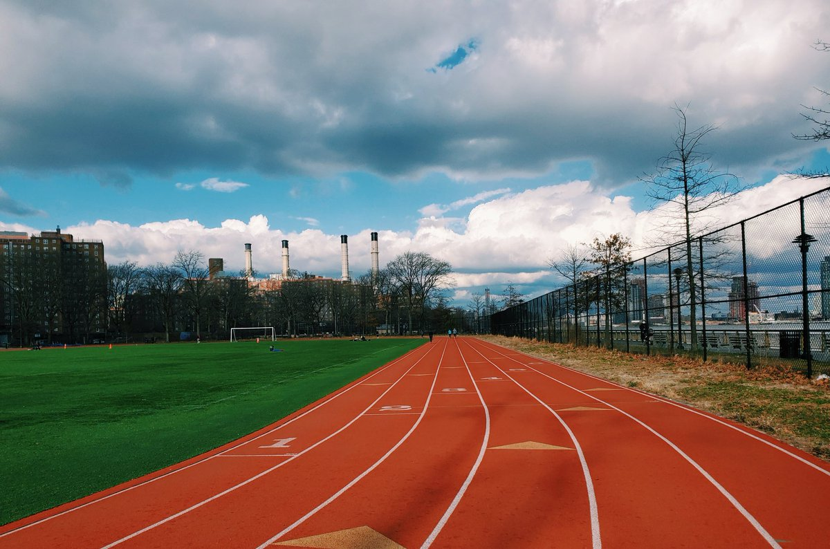 My physical therapist won't be too happy about me jogging/brisk walking. I can't help but miss my track. I miss running. I miss training. I miss sprinting. I miss documenting my fitness journey. 😭  #withGalaxy #TeamGalaxy