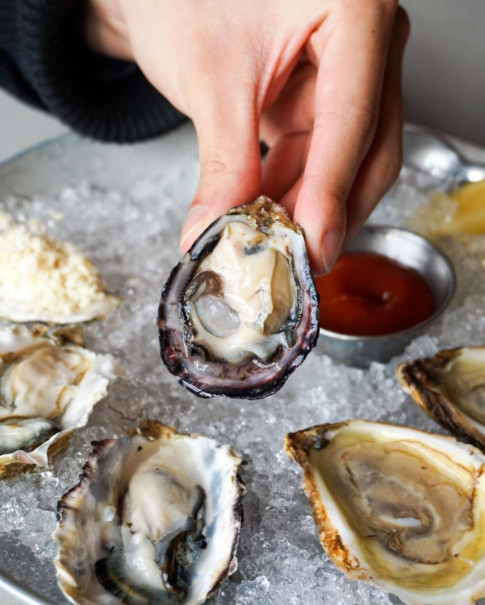 🦪 Two bucks a shuck! 🦪  Come enjoy fresh #oysters during our happy hour, which runs daily from 2 to 6 pm  Give us a call or come on down to ask us which daily oyster selection is available.  📸: nomsofvan   #vancouver #happyhour @WestEndBIA