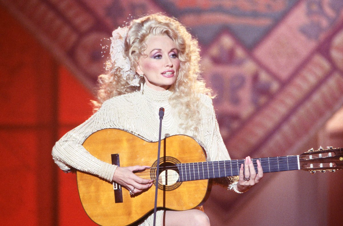 happy birthday to an absolute treasure and light 💕dolly, dear dolly, i will walk in your footsteps when i can't find my own 💕 i'm writing a song about you rn haha Happpy BiiiiiirrrrrthhhhdaYYYYY ❤️ @DollyParton https://t.co/CDZ1tCdAcN