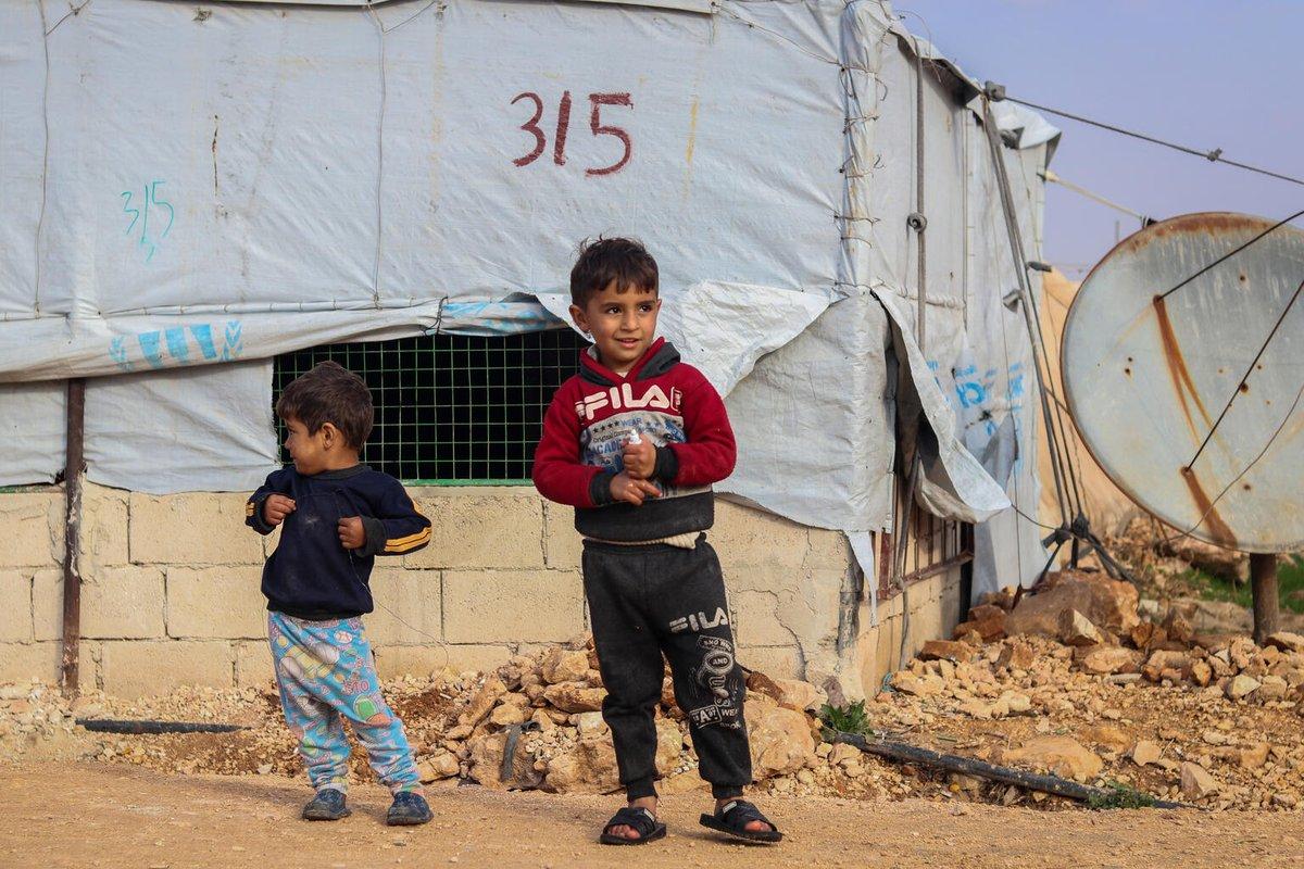 Cet hiver, UNICEF a l'intention de fournir une assistance vitale pour protéger 435 000 enfants en #Syrie.   Avec votre soutien, nous pouvons aider les enfants syriens non seulement à survivre, mais aussi à s'épanouir et à atteindre leur plein potentiel. ▶