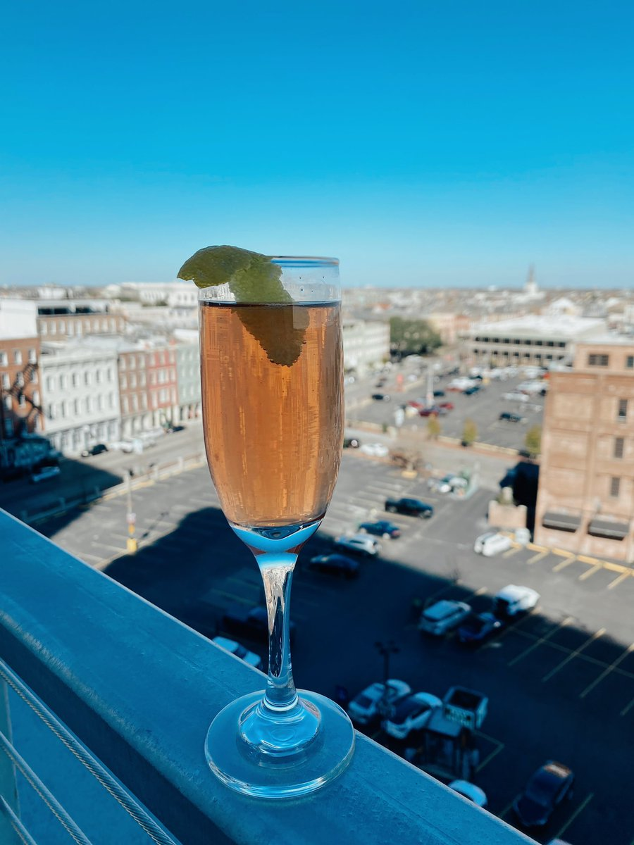 It's a beautiful day in New Orleans! Enjoy happy hour with a view from 3-6 P.M. 🍾🥂 . . . #Happyhour #rooftop #view #views #downtownNOLA #NewOrleans #frenchquarter #rooftopbar #bar #Rose #followyournola #localnola #NOLA #louisiana #visitneworleans #onetimeinnola #visitla #LA