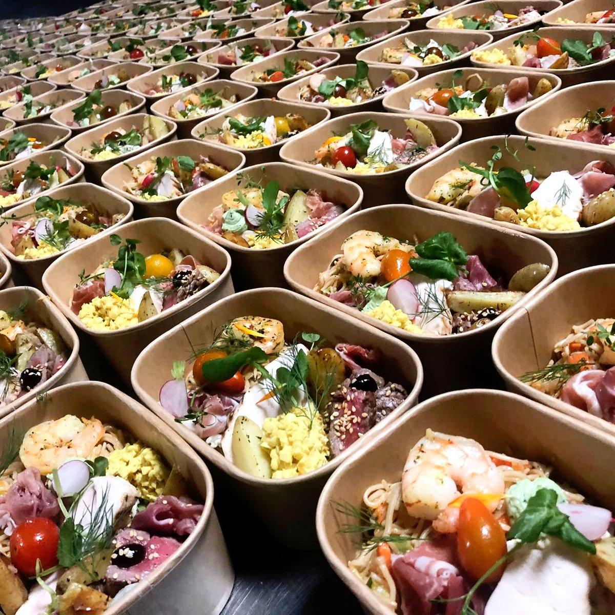 100 foodboxen + 100 partyboxen = 200% gegarandeerd amusement voor een súper geslaagde digitale nieuwjaarparty! 🎉🎉🎉 En dit alles met de glimlach thuis geleverd! #insidekortrijkxpo #gptw https://t.co/q3xCkCMDhV