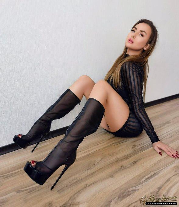 Schau dir das Video Lecken und Schnüffeln von  @Sexy_Lena_net   bei Prettyfeetclub an!  ➡️ https://t