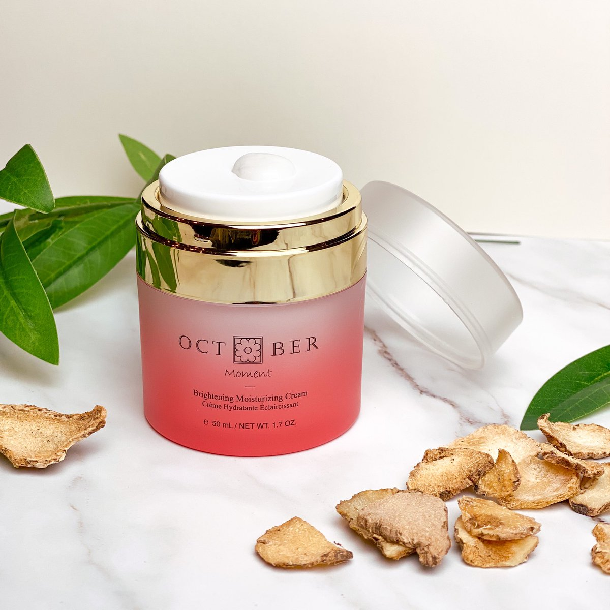 That fresh jar feeling 🌸  Our cream is produced in an airless pump container, meaning no more finger dipping into the jar! This design takes into consideration hygiene and helps to prevent contact with bacteria and pollution.   #CrueltyFree #cleanbeauty #tuesdayvibe #skincaretip