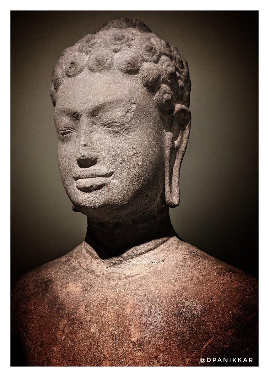 Replying to @dpanikkar: Shākyamuni. Cambodia, 7th century. Metropolitan Museum of Art.