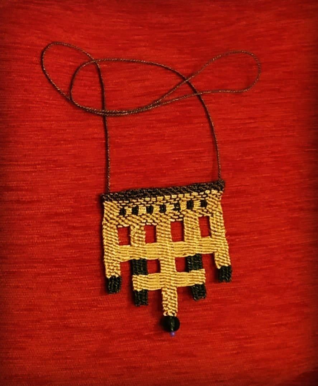 #μικρουφαντική #υφαντική #υφαντο #κολιε #κοσμημα #χειροποιητο #χρυσαφι #μεταλλικες #κλωστες #σβορωνος #svoronosmetallicyarns #handweaving #handmadenecklace #gold #Threads #artofweaving #artist #authentic