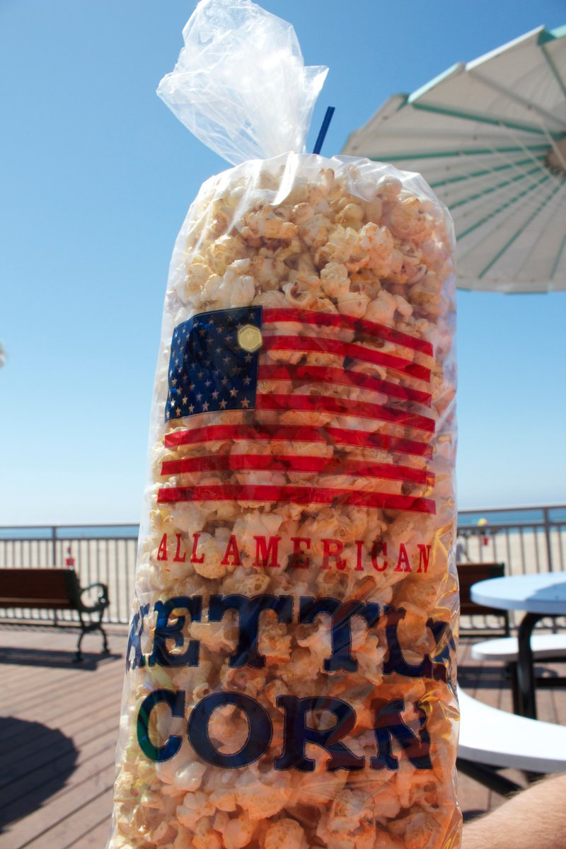 Happy National Popcorn Day! Treat yourself to a bag of Kettle Corn this weekend to-go or order online through Boardwalk Fun Foods!  🍿 😋 #SantaCruz #BeachBoardwalk #NationalPopcornDay #KettleCorn