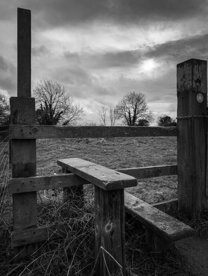No words just pictures, just my #stile of photography 😉 a slightly different route today due to a very waterlogged route; the planned loop walk for the weekend will have to be shelved 🤦♂️ but, enjoyed a very breezy walk today, all part of the positivity and recovery process 👍 https://t.co/v6OkcWu2wj
