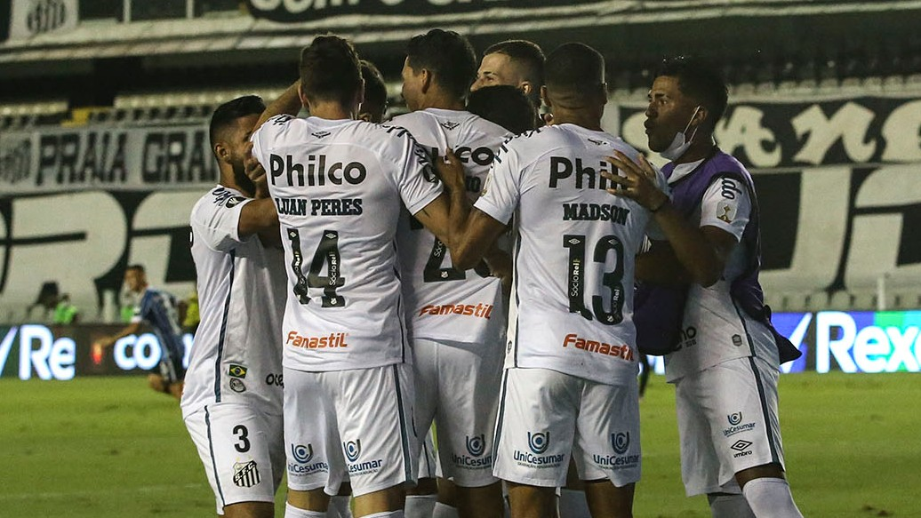 🇧🇷⚽️ ¡Un partido a pura intensidad! 🔥  🔙📽️ Los primeros 6⃣ minutos del 4⃣-1⃣ de @SantosFC sobre @Gremio en la vuelta de los Cuartos de Final de la CONMEBOL #Libertadores.  🏆 El Peixe abrió el marcador a los 11 segundos y el Tricolor falló una chance única para el empate.