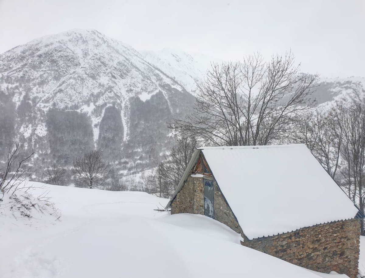 Bagergue. #bagergue #nautaran #valdaran  #snowcycling #bicicleta #btt #mtb #hivern2021 https://t.co/ENtPQOJ8aa