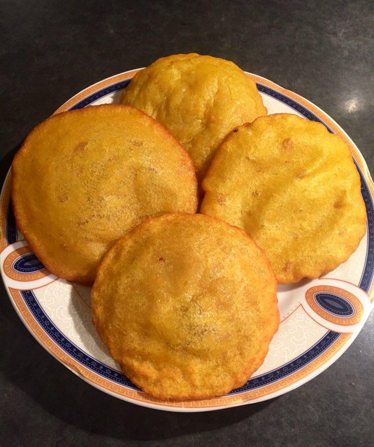 Bangladeshi dhaler Handesh. Fried flour & lentil cakes spiced with turmeric and ginger. So good with a cup of tea:) #bangladeshifood #tuesdayvibe