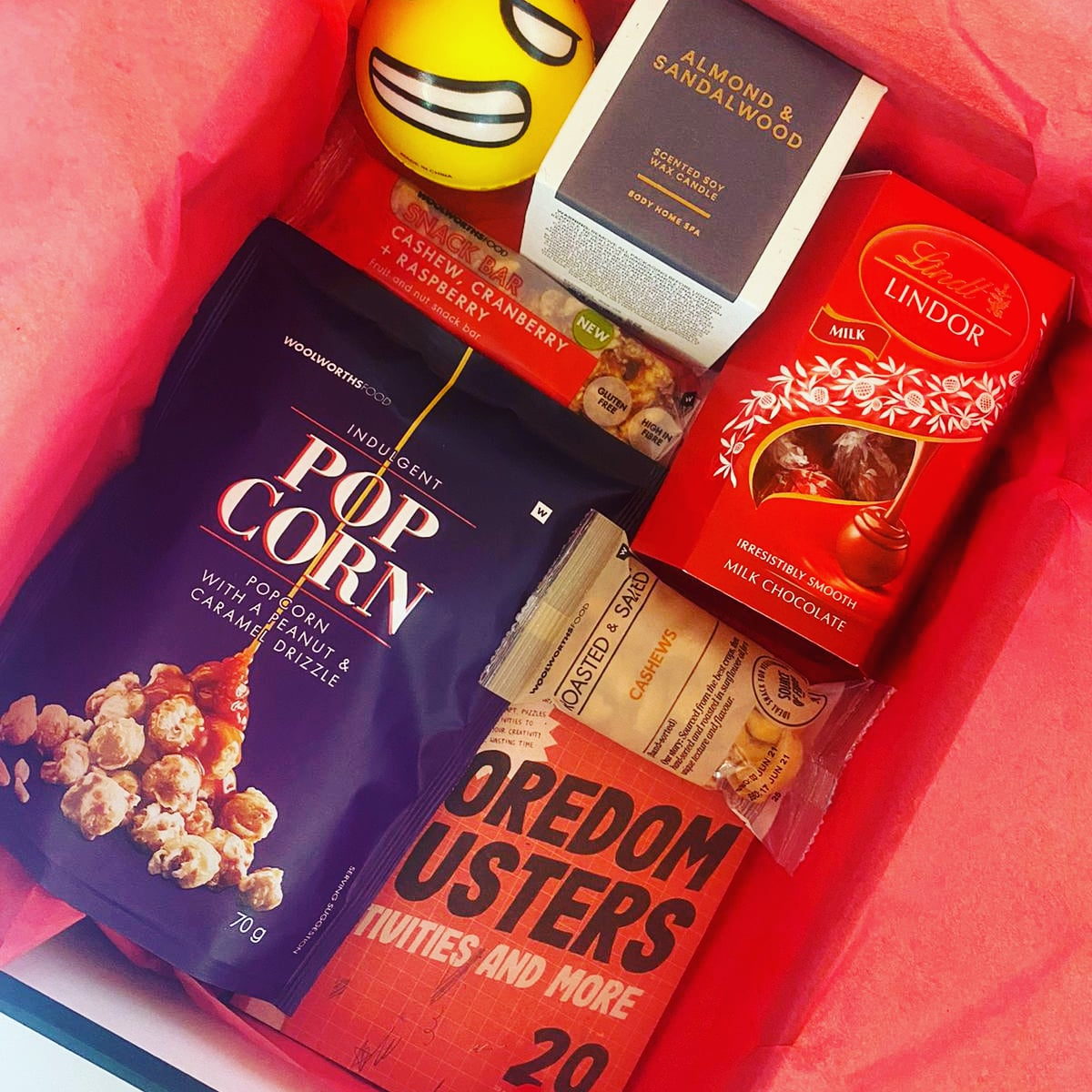 Care package from the office 😊 Some pampering and a reminder in the midst of all the C-19 stress, we are a team even if we don't physically see each other 😍 Razor PR #teamwork #teamworkmakesthedreamwork #tuesdayvibe #tuesdaymotivations