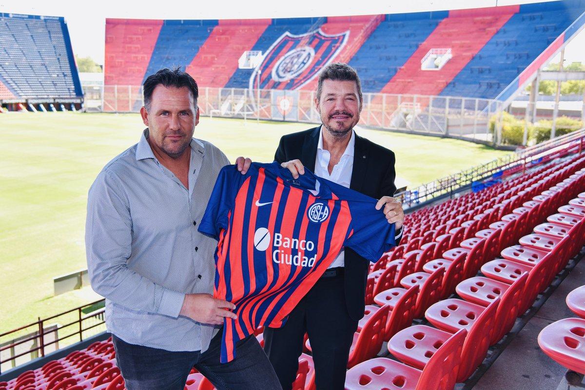 ¡Dabove 🤝 Boedo!  #SanLorenzo tiene nuevo director técnico: Diego Omar Dabove selló su vínculo con el club por 1 año.  ¡Bienvenido a CASLA y que sea con muchos éxitos! 🔵💪🔴