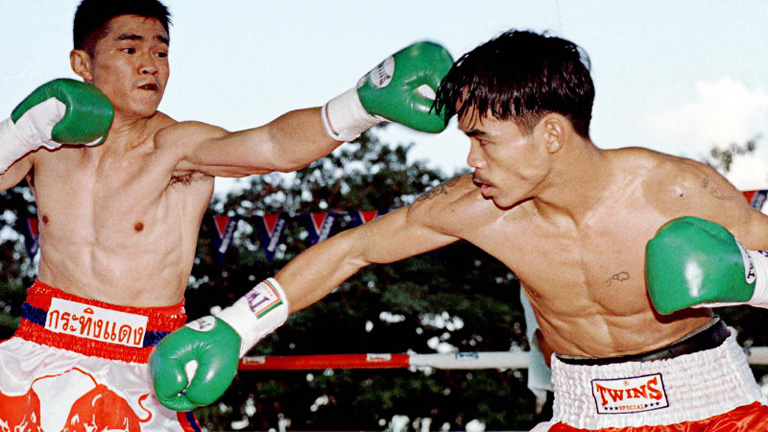Manny Pacquiao, right, lunges at Chatchai Sasakul before knocking him out in the 8th round and winning the WBC flyweight title, his first championship, in 1998 #boxing #history