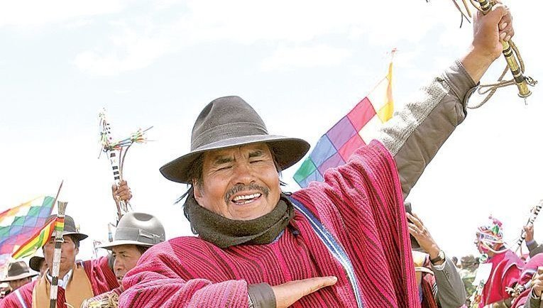 Historic Bolivian indigenous leader Felipe Quispe El Mallku has passed away. El Mallku led the rebellions in La Paz that overthrew neoliberalism in 2003. He also played a crucial role in fighting the US-backed Añez regime during the August general strike.