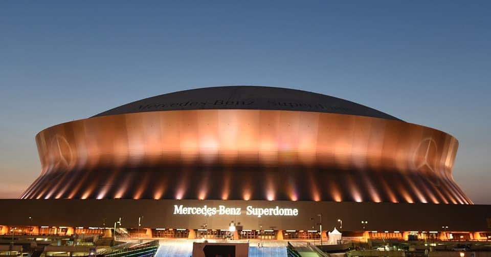 The Superdome is lit tonight in honor of all those that lost their lives and their families. ❤️⚜️ #nola #COVIDMemorial