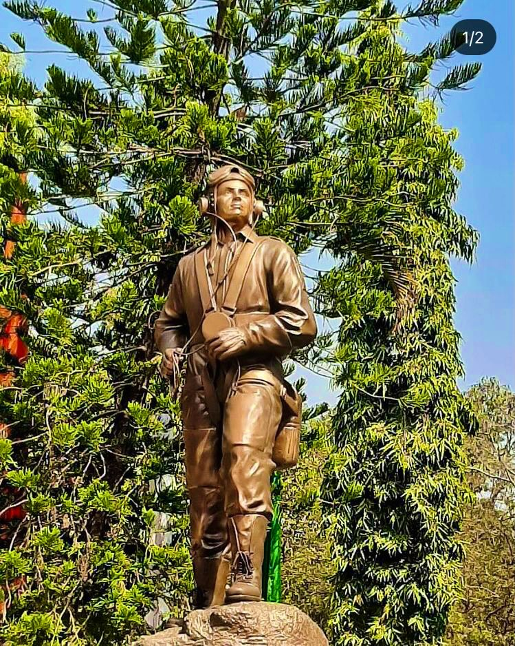 "Air Chief Marshal RKS Bhadauria, Chief of the Air Staff  unveiled a statue of the ""Eternal Pilot"" presented to the Air Force Academy #AFA Dundigal #Hyderabad by pioneers of 107 Pilots' Course on the occasion of 50 Years of its existence.@IAF_MCC"