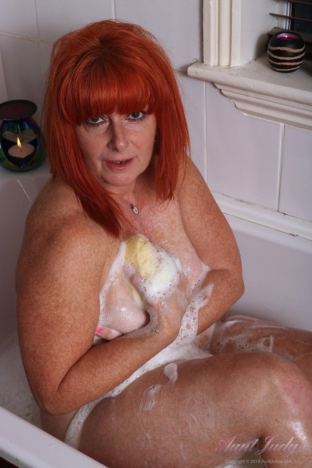 1 pic. 🛀🏼 Bath Time with Melanie! 🛀🏼  Getting lathered-up in the HOT BATH with Sexy 56yo GINGER GODDESS