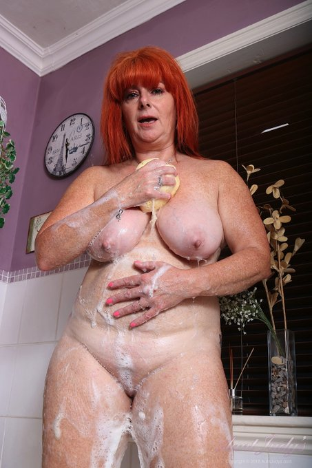 3 pic. 🛀🏼 Bath Time with Melanie! 🛀🏼  Getting lathered-up in the HOT BATH with Sexy 56yo GINGER GODDESS